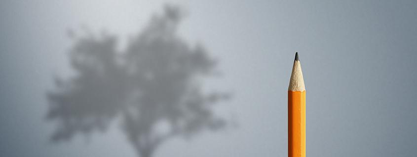 Synonym für Produktentwickler wirft Bleistiftspitze den Schatten eines Baumes an die Wand
